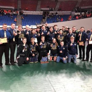 La_Pine_High_wrestling_champs_2019.jpeg